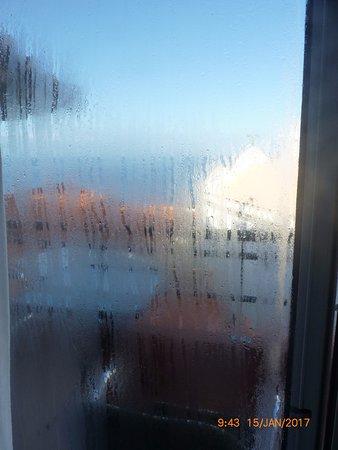 Jardim do Mar, Portugal: chambre fraîche et humide (chauffage morte saison ??? ventilation ??? = condensation sur double