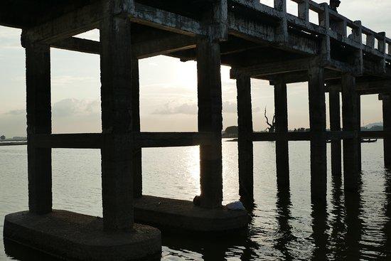 Puente U Bein: Going under the bridge