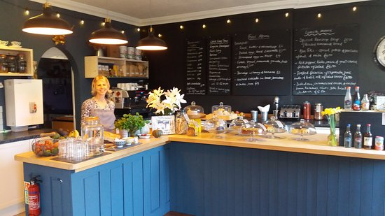 Kingsbridge, UK: Vegetarian cafe on the first floor and a delightful, secluded garden