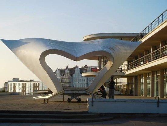 Bexhill-on-Sea, UK: Interesting sculpture