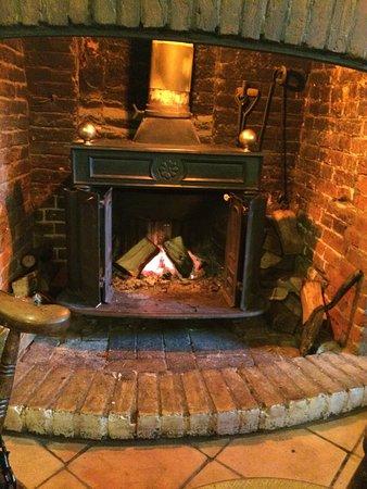 Dunwich, UK: Welcoming open fire.