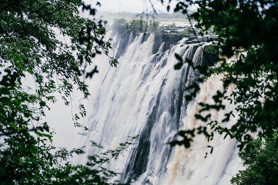 زامبيزي سن: Free unlimited access to the Victoria Falls