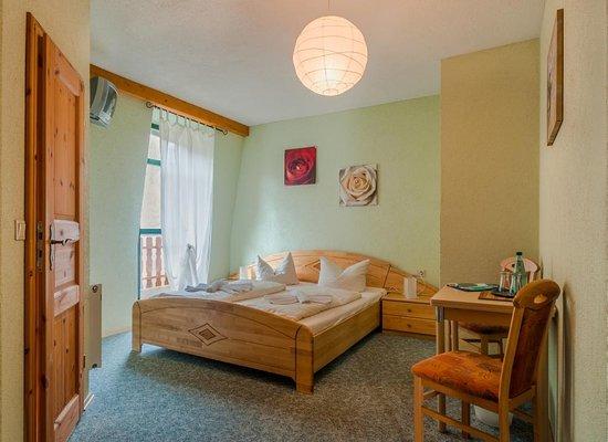 Koenigstein, Alemania: Doppelzimmer mit Balkon & Bad