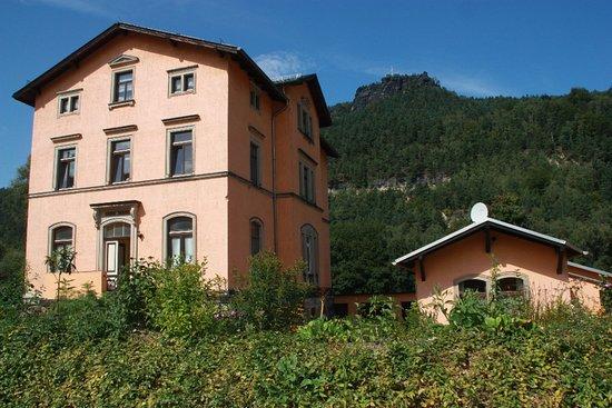Koenigstein, Alemania: Nachbargebäude mit 2 Ferienwohnungen