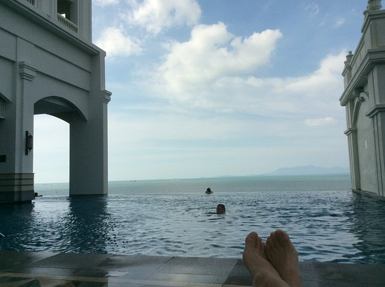 Eastern & Oriental Hotel: Swimming pool