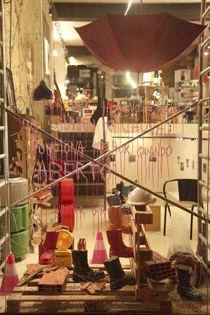 Verso Branco: Shop window