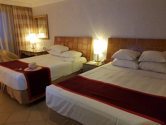 Hotel El Espanol Paseo de Montejo: кровати большие