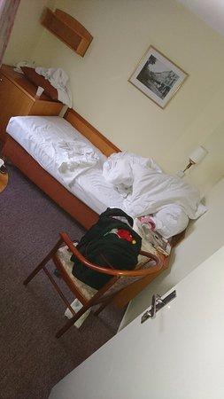 Hotel White Lion: Это мы заказывали двхкомнатный номер с большими двухспальными кроватями.