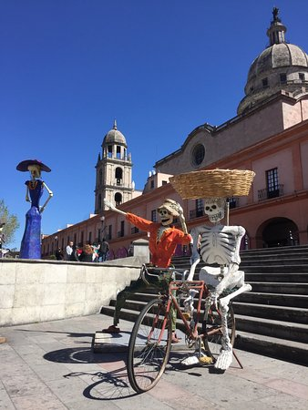 Plaza Gonzalez Arratia