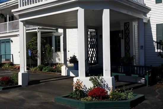 Wolfeboro, Nueva Hampshire: Main campus entrance