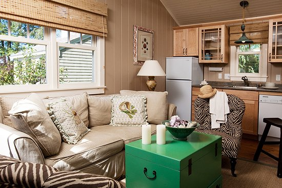 The Cottages at Cabot Cove: Endless Summer, Cottage 4