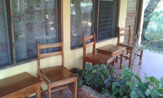 Hotel Rancho Suizo Lodge: Área externa de cada habitación