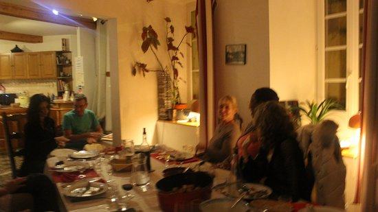 Rennes-les-Bains, Prancis: Des soirées en toutes convivialitées autour de la table d'hôtes