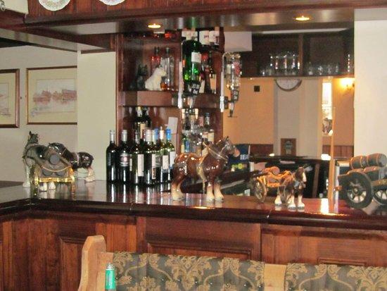 Kings Head: Bar counter