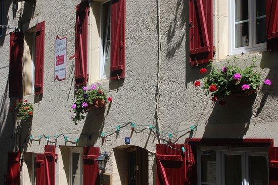 Rennes-les-Bains, Prancis: Notre façade fleurie