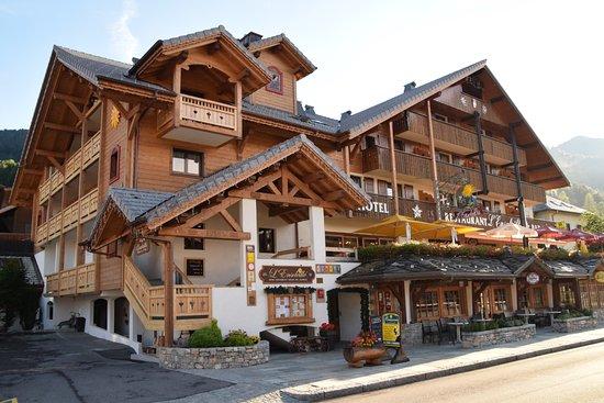 L 39 ensoleille hotel haute savoie voir les tarifs 140 avis et 67 photos tripadvisor - Restaurant porte de la chapelle ...