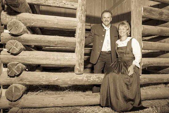 Wenns, Austria: Gastgeber Bäuerin Andrea und Bauer Hubert Urlaub am Bauernhof Ferien am Bauernhof Pitztal Tirol
