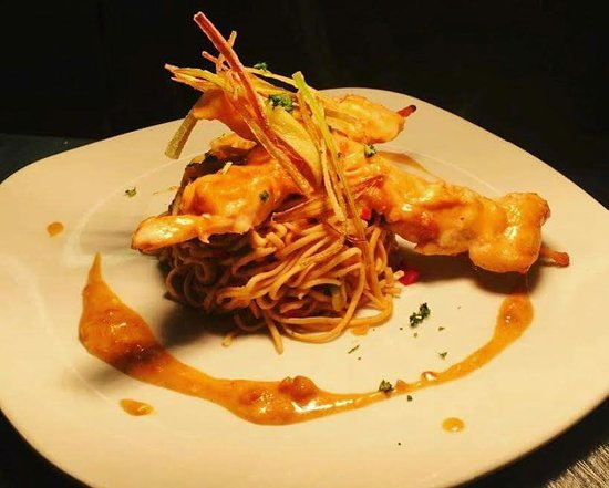 Athlone, Irlanda: Chicken skewers served spaghetti