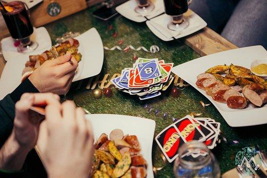 Cafe Myata Lounge: В кругу друзей и вкусных блюд, всегда можно поиграть в настольные игры и приятно скоротать время