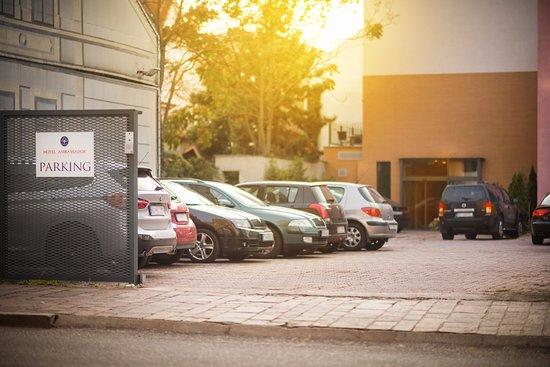 Hotel Ambassador: Parking