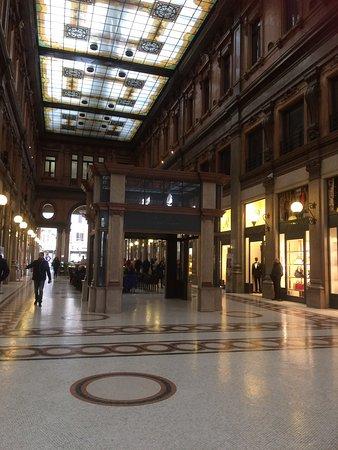 Interni della galleria foto di galleria alberto sordi - Arredatori d interni roma ...