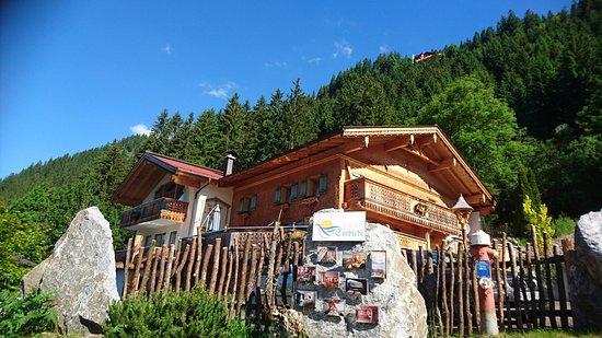 Nesselwaengle, Austria: Sommergesicht des Romantikferienhauses