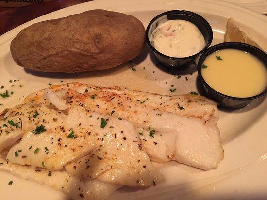 Lakeland, Миннесота: French onion soup- average. Cod- great. Fried mushrooms- average.