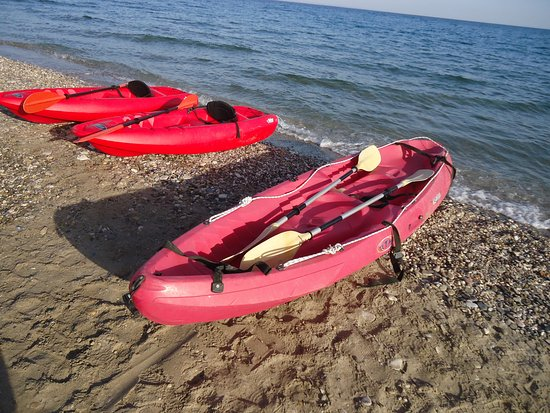 Maritsa Studios: Free use of the kayaks