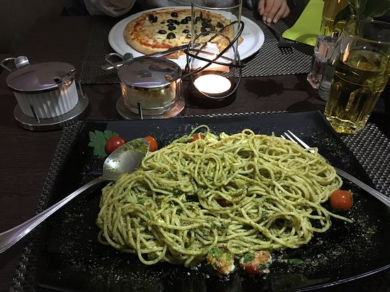 Bad Sackingen, Germany: Super tasty Vegetarian food: Spagetti feta and Pizza margarita with olives (for children portion