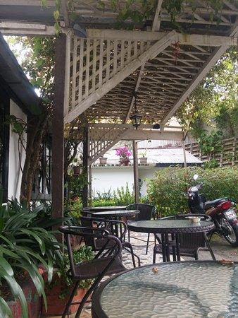 Cameronian Inn : La bonita terraza exterior