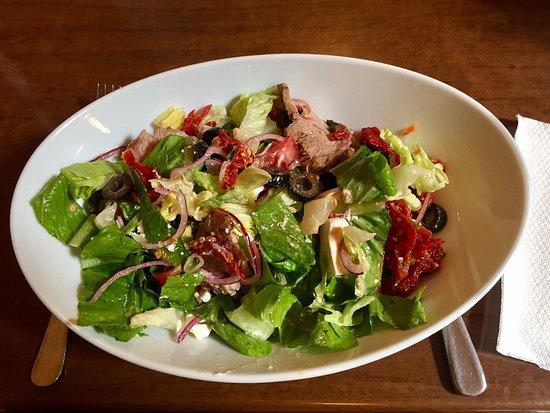 Pahiatua, Neuseeland: Caesar Salad and Greek Lamb Salad, yum