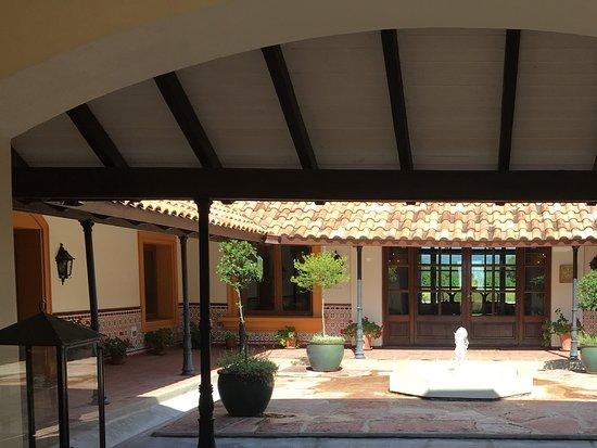 El Colibri - Estancia de Charme: Interior courtyard
