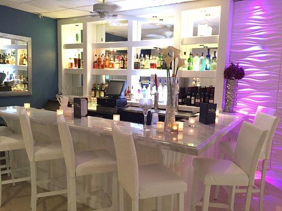 Long Beach, NY: Surf Room Bar
