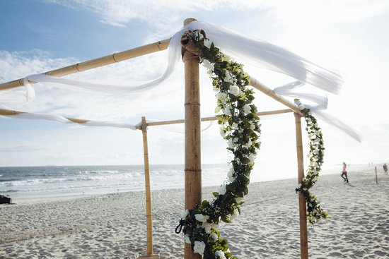 Long Beach Hotel: Beach Wedding