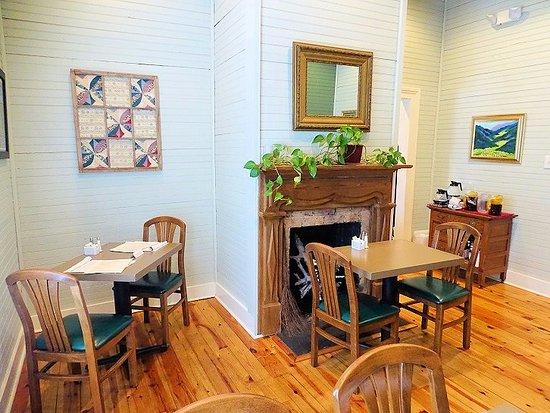 Emma's of Salisbury : dining area where we sat