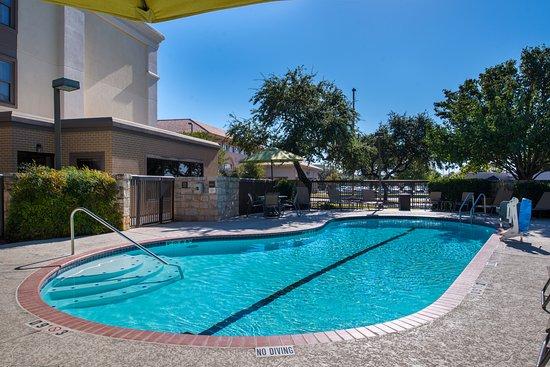 Hampton Inn San Antonio - Northwoods : Soak up the sun in our pool
