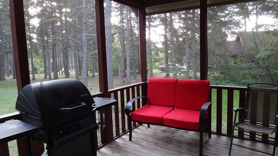 Stanhope, Canada: Covered deck of cabin #2