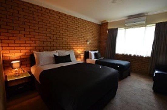 Avondel Motor Inn: Twin Room