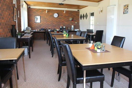 Avondel Motor Inn: Breakfast Room