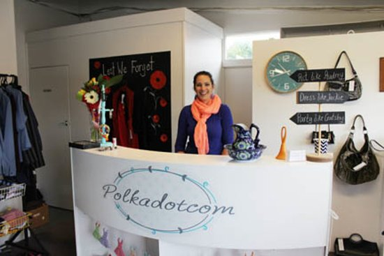 Welcome to Polkadotcom. We are a little second hand store in the town of Darfield.