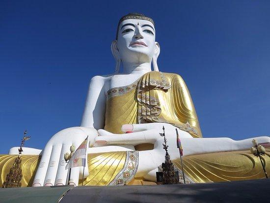 "Pyay, พม่า: Sehtatgyi ""ten story"" Buddha"