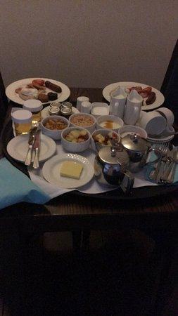 Cavan Crystal Hotel: Room service breakfast brill variety