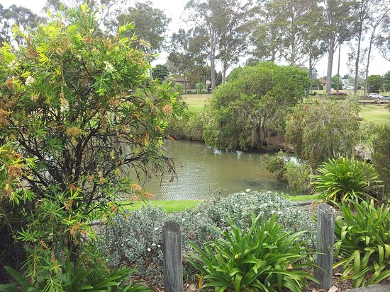 Nowra, Australia: The park across the road from Motel