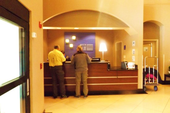 Holiday Inn Express Hotel & Suites Rancho Mirage - Palm Spgs Area: Small registration area