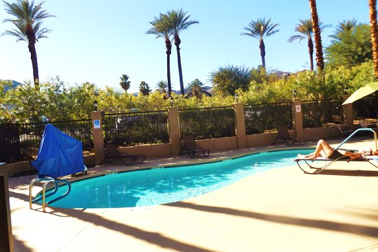 Holiday Inn Express Hotel & Suites Rancho Mirage - Palm Spgs Area : Small pool but not busy