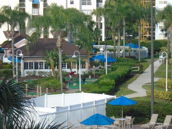 Grande Villas Resort: Minigolf y centro de entretenimiento
