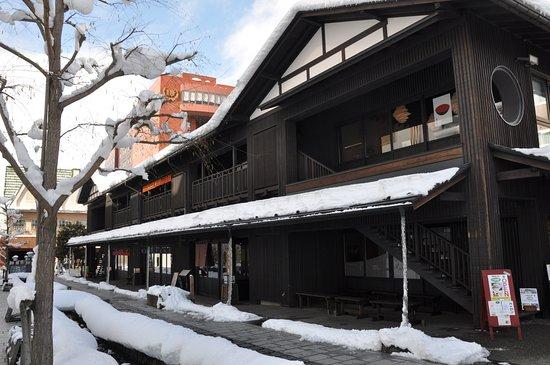 Nanukamachi Gotenzeki: 七日町御殿堰/積雪で水の流れが見られませんでした