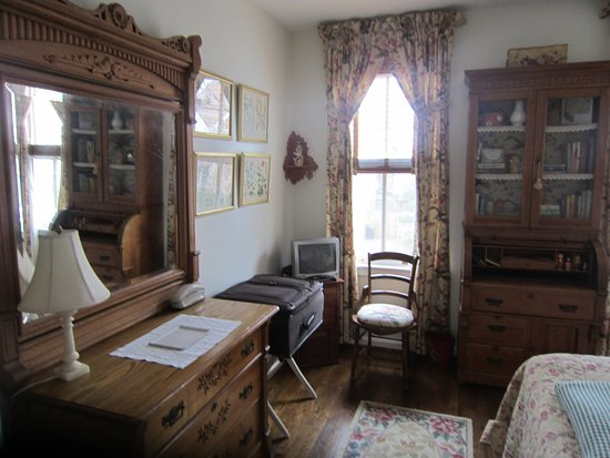 216 Bed and Breakfast: Top floor queen bedroom