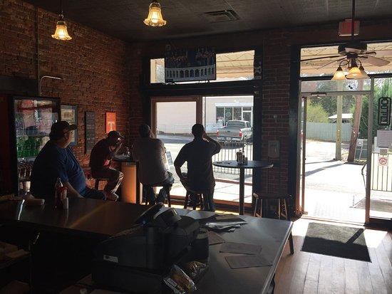 Hiram, GA: Willie T's Dawgs & Burgers