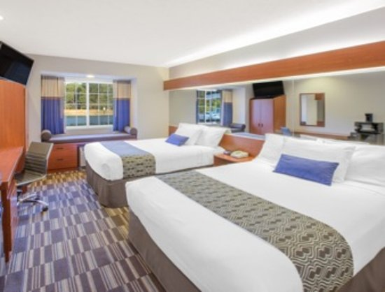 Microtel Inn & Suites by Wyndham Manistee: 2 Queen room